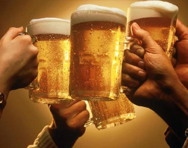 http://i1.kwejk.pl/k/ckeditor/pictures/2015/01/files/Evaaaa/sk%C5%82adniki%20piwa/beer_toast.jpg