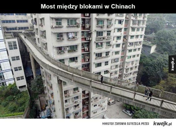 Most pomiędzy blokami w Chinach