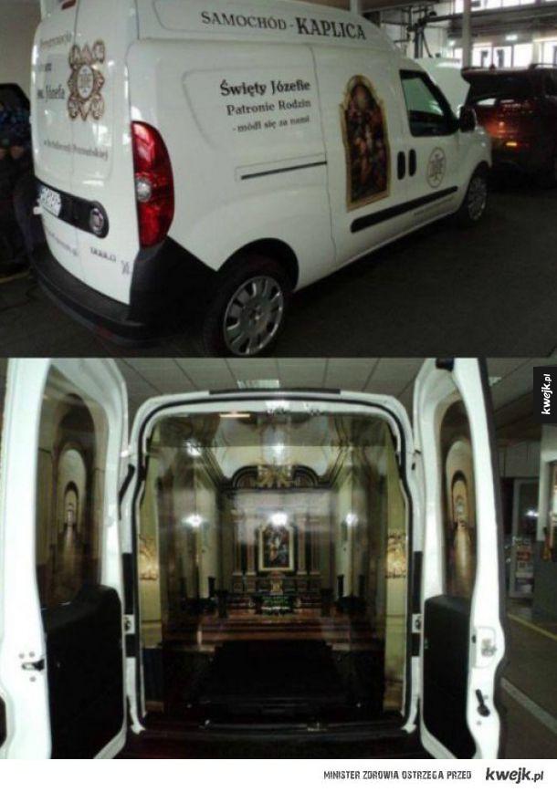 Samochod kaplica