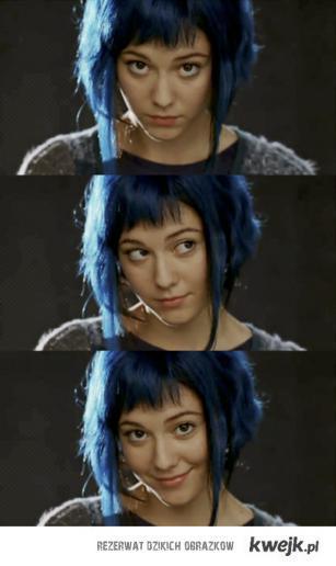 kobitka-z-niebieskimi-włosami