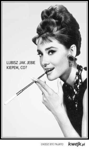 Audrey Hepburn cigaret