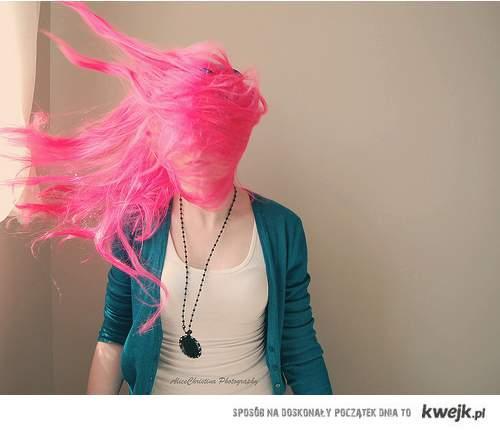 różowe włosy ;)