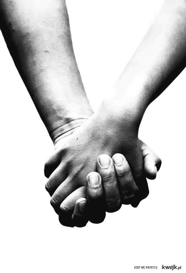 Nie ufaj tym, którzy o przyjaźni wiele prawią, bo oni w nieszczęściu Cię pozostawią... Lecz tym ufaj i waż ich ze złotem, którzy