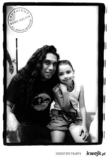 Wokalista Slayera z córkeczką :)