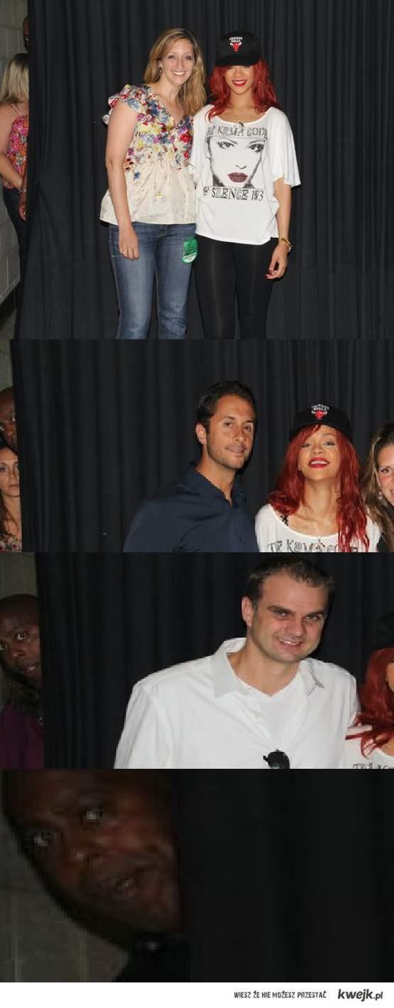 Rihanna & ochroniarz za kurtyną