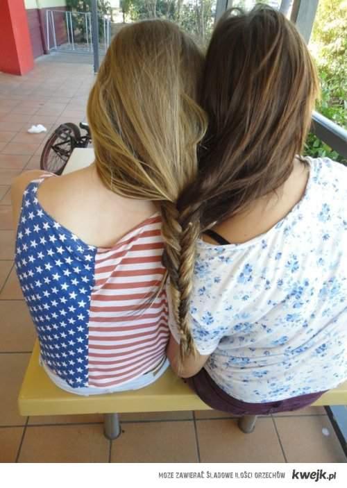 tylko prawdziwa przyjaźń jest piękna .