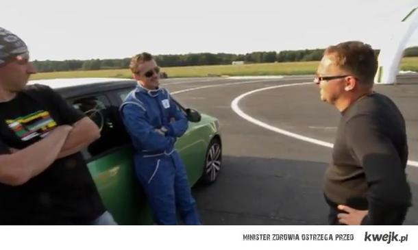 Adam Małysz parkuje RSa w ścianie