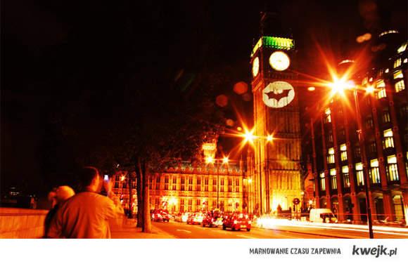 Batman we need you