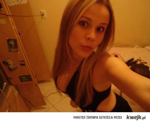 blondyneczkA