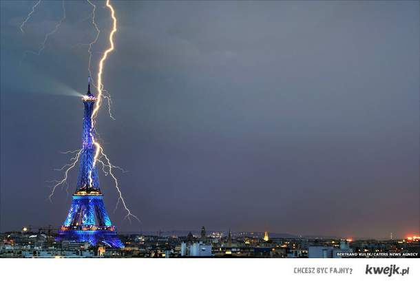 Aiffel Tower lightning