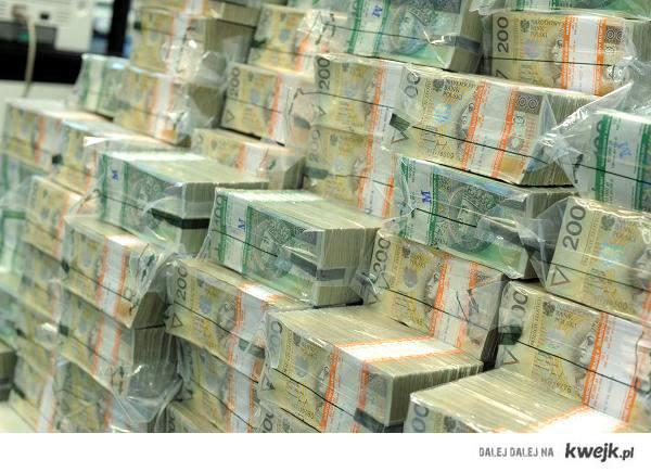 Ile marzeń masz w głowie patrząc na taką stertę pieniędzy? Kto nas chce oszukać mówiąc, że pieniądze szczęścia nie dają... Spełn