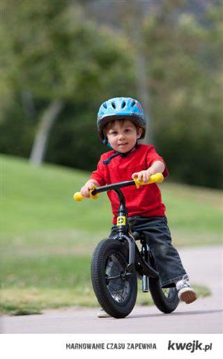 Dzieciństwo-Kiedy umieszczałeś plastikową buletkę między ramą a kołem,i czules sie jak motocyklisa.
