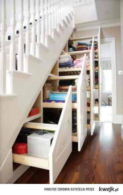 szafka pod schodami