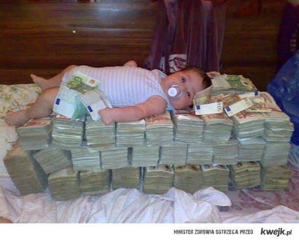 śpi na pieniądzach