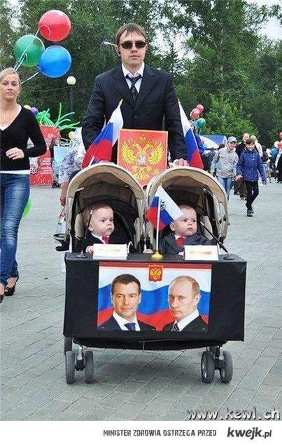 politycy w wózku