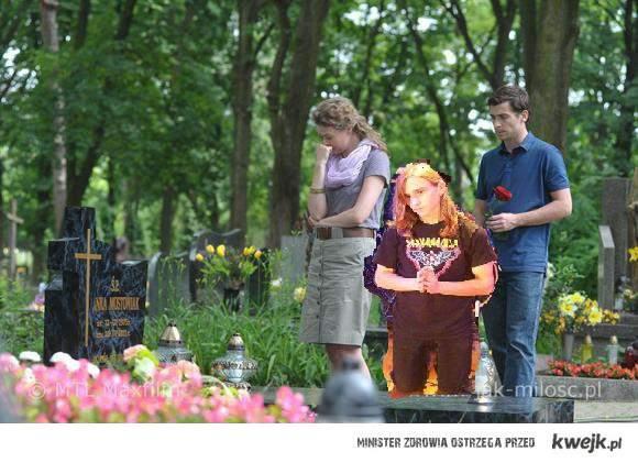 takie tam na grobie Hanki...