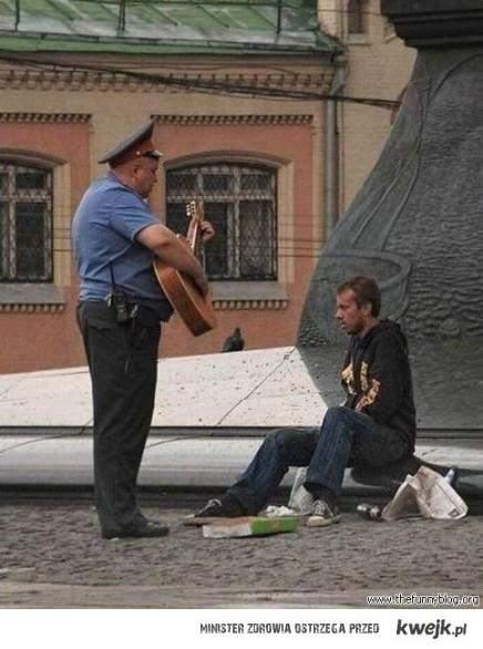 wzorowy, normalny, najzwyklejszy policjant