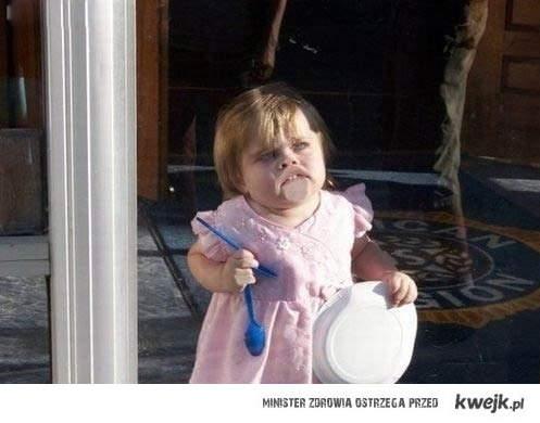 dziewczynka zombie