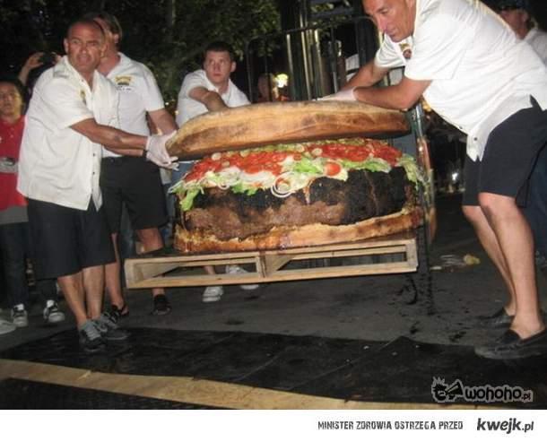 Zjagłbyś takiego burgera?