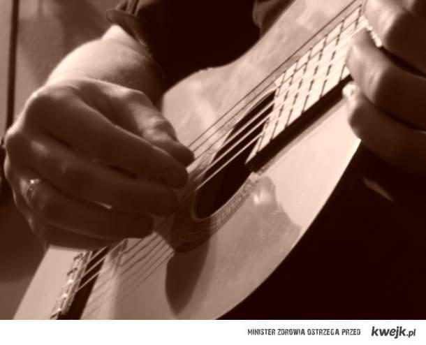 Chłopak z gitarą!♥