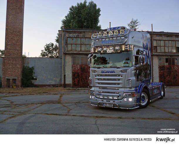 Scania lados