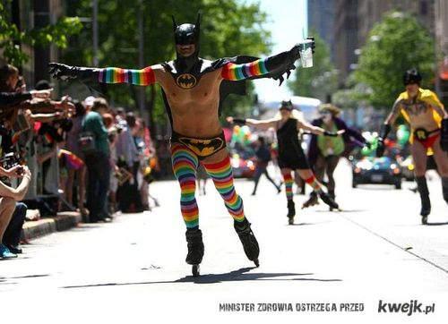 gay batman na rolkach