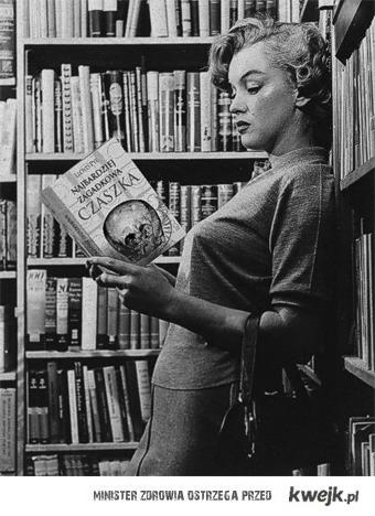 Marylin Monroe czyta...