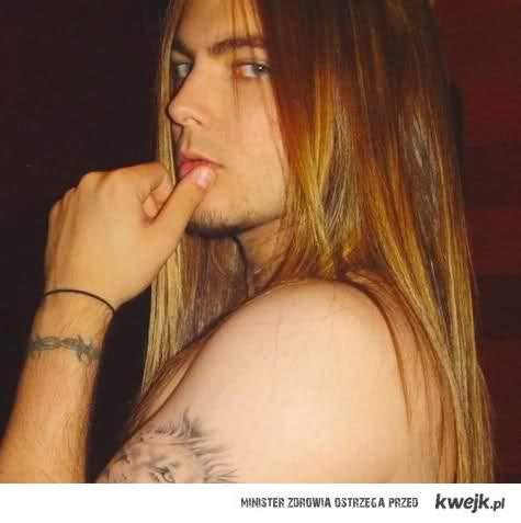 długie włosy <3