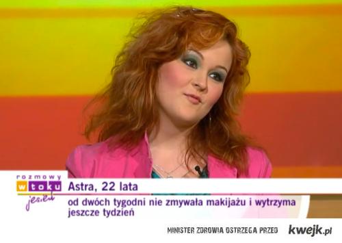 nie zmywa makijażu