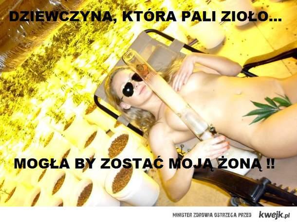 Dziewczyna, która pali zioło...