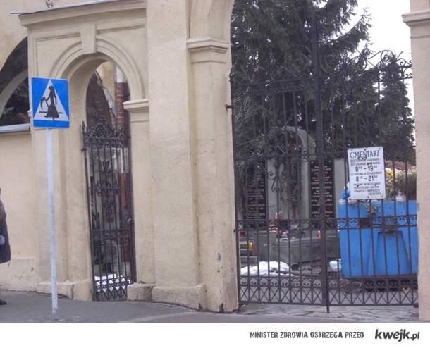 kostucha przy cmentarzu