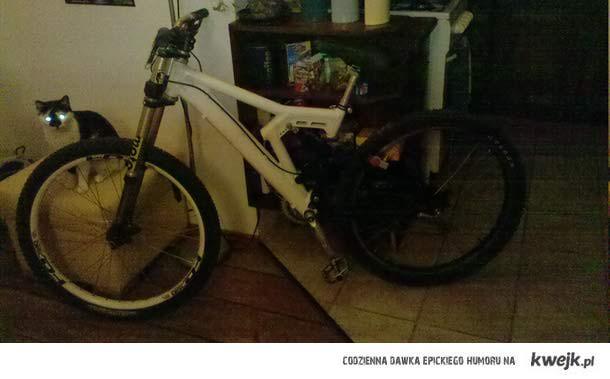 Gratuluję szczęśliwemu posiadaczowi roweru marki Da-Bomb widocznego na zdjęciu Niech wie,że rower ten został skradziony w Warsza