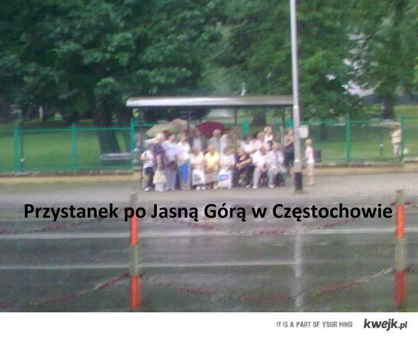 Przystanek pod JG podczas deszczu.