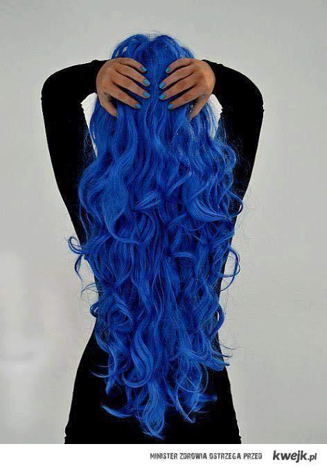 włosy granatowe ah! <3