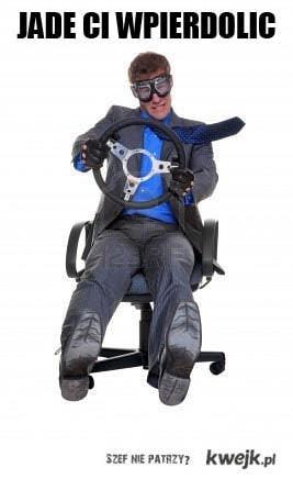 jade na fotelu