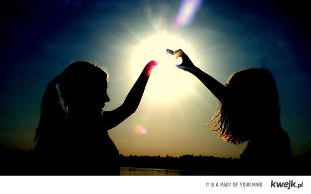 Z przyjaciółka  zawsze raźniej... ; *