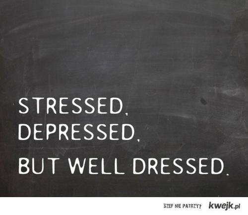 Zestresowany, zdesperowany, ale dobrze ubrany.