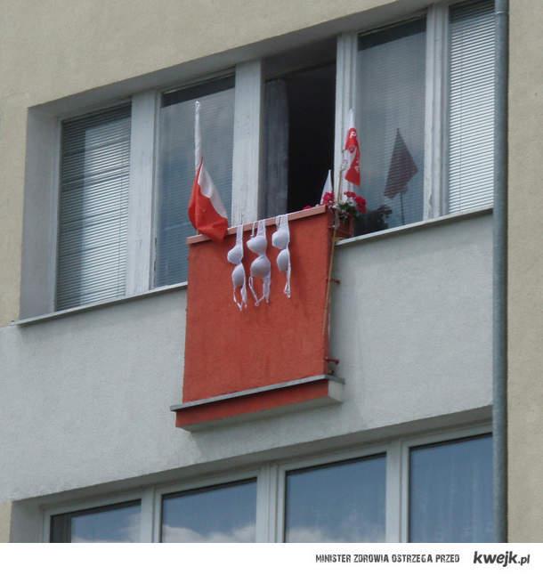 Patriotyczne staniki