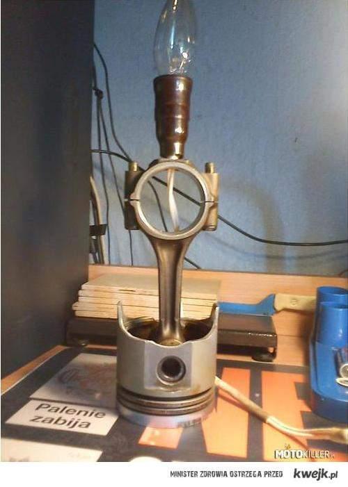 Lampka (pomyśli się jeszcze nad kloszem)