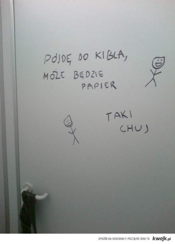 Napis na drzwiach ubikacji w jednej ze szkół..