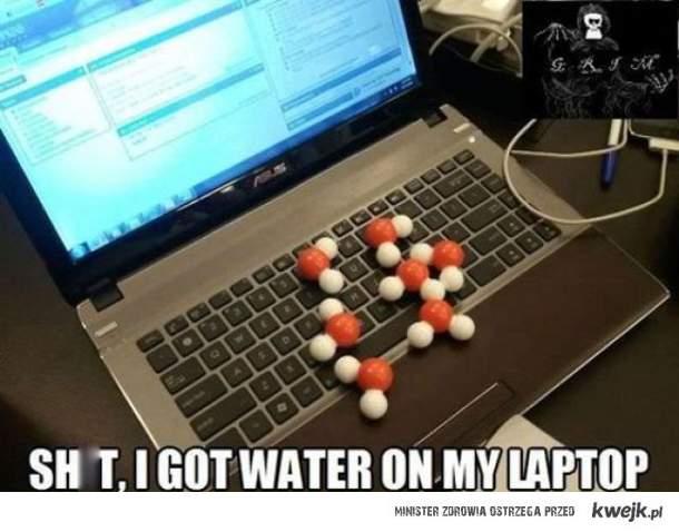 woda na laptopie