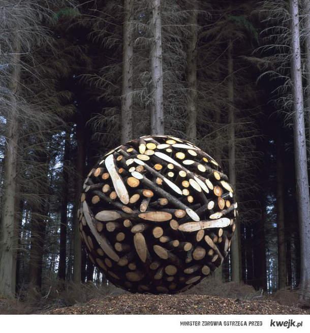Wielka kula z drewna