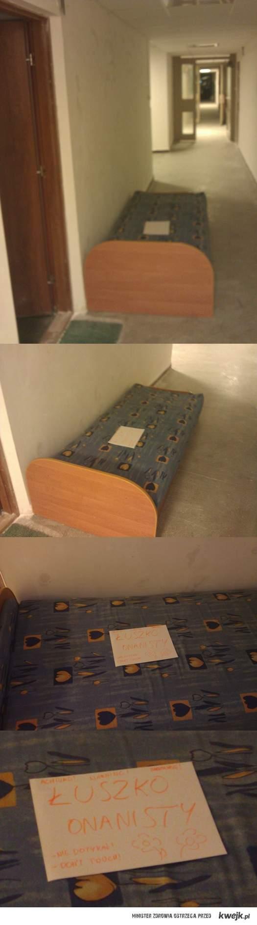 ŁÓŻKO ONANISTY W 15-piętrowym bloku xD