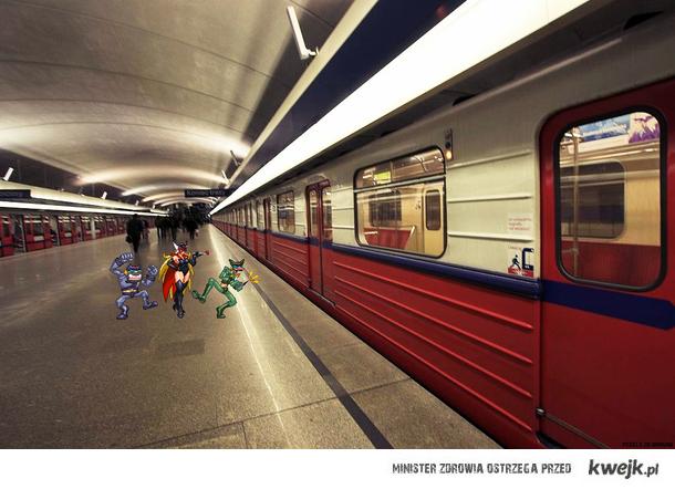Trojka Drombo na stacji metro Kabaty / Pixels in Warsaw