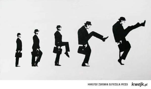 ewolucja głupich kroków