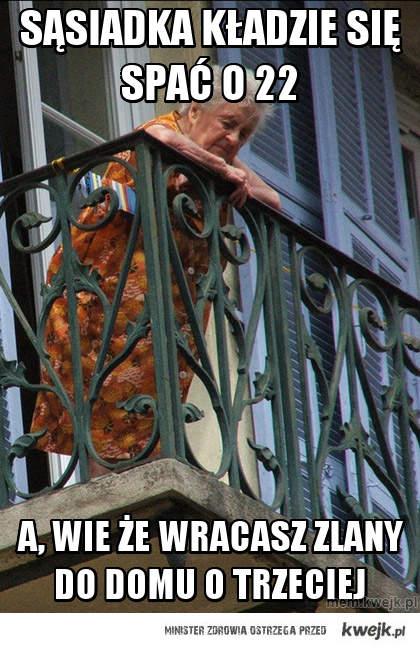sąsiadka kładzie się spać o 22