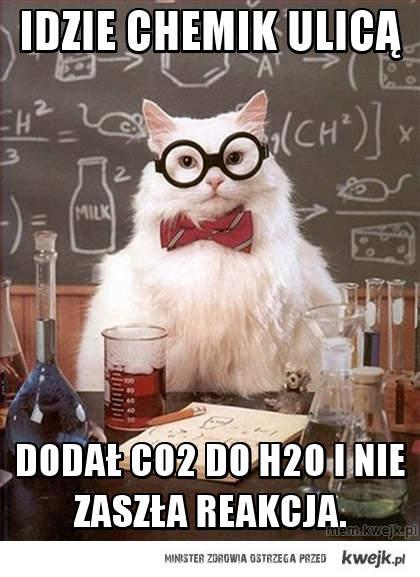 idzie chemik ulicą