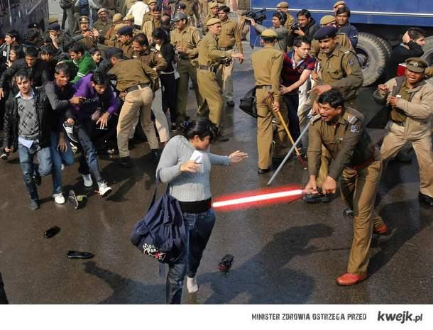 tymczasem w Indiach Dżedaj wyszli na ulice