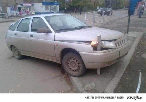 zaparkowała