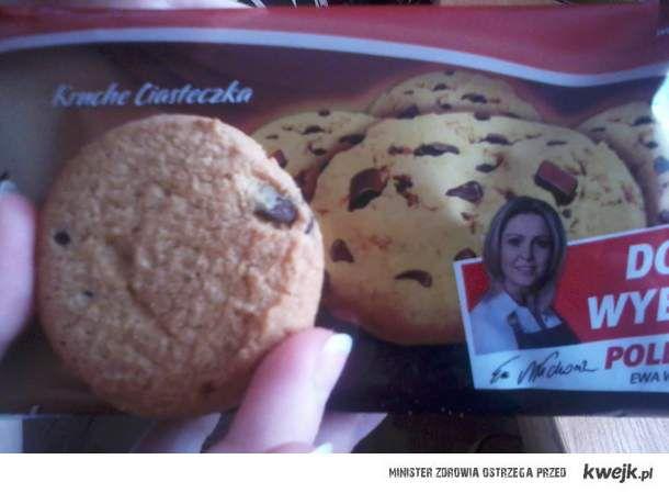 kruche ciastko z kawałkami czekolady -.-